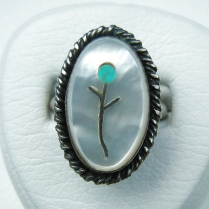 Mother of Pearl Ring with Flower Inlay Southwestern Zuni Style - Vintage