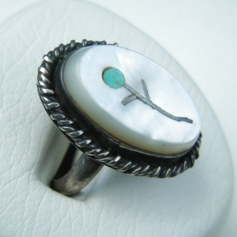 Vintage Mother Of Pearl Claddagh Ring