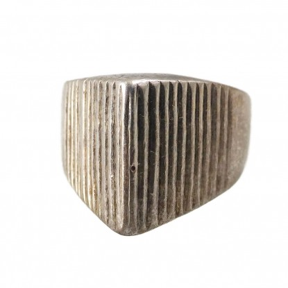 Vintage Taxco Mexico Silver Ring with Pointed Triangle Ridge Texture
